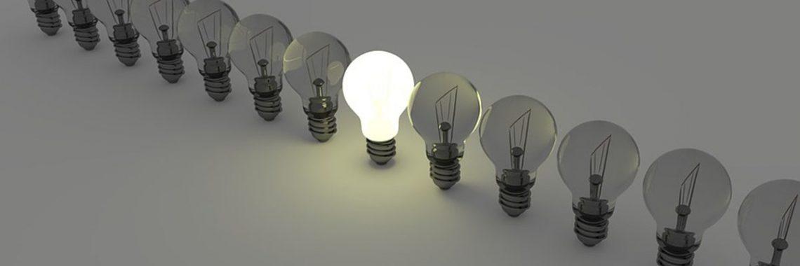 Eine Glühbirne leuchtet